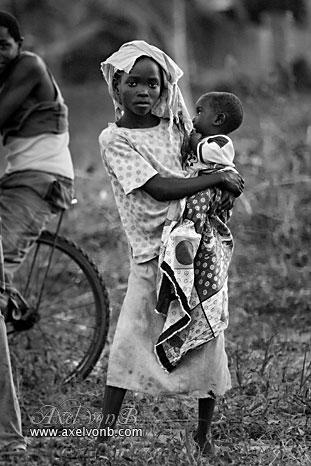IMAGE: http://www.absolute.free.fr/photos/portraits/kenya_proud_girl_baby_g.jpg